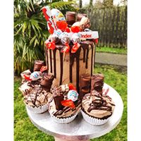 baked by naomi Kinder Bueno cake
